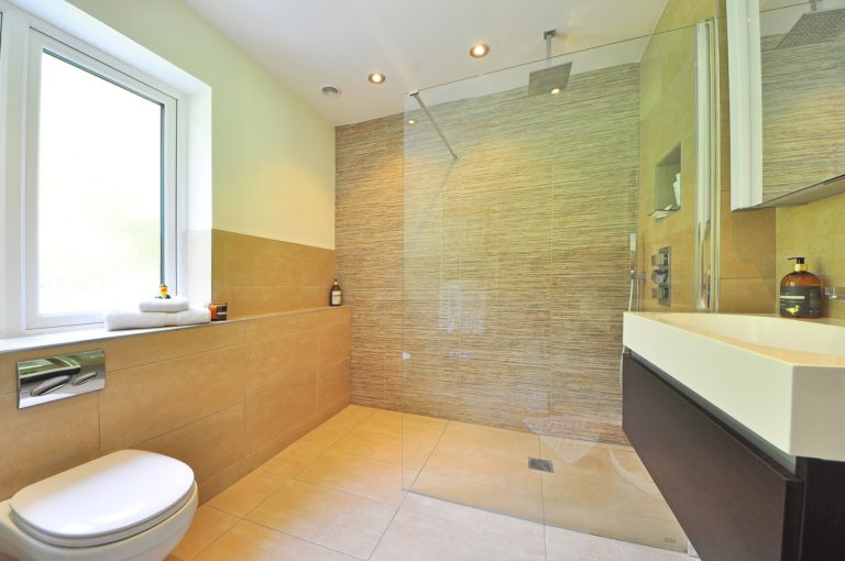bathroom with walk-in shower with no threshold to benefit seniors