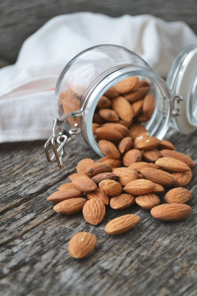 Almonds as a bedtime snack